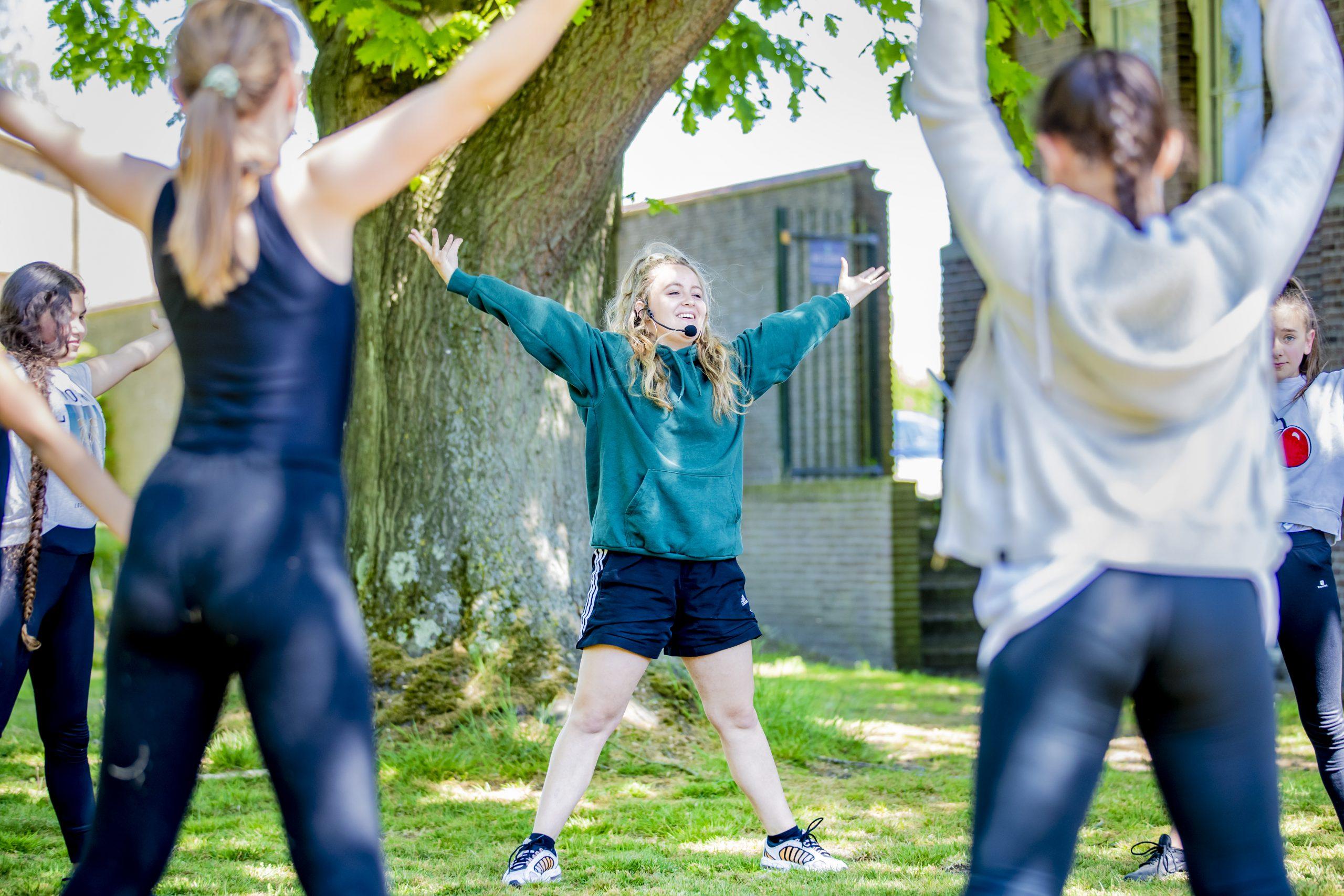 Dansen in het park brengt Apeldoornse jeugd weer in conditie